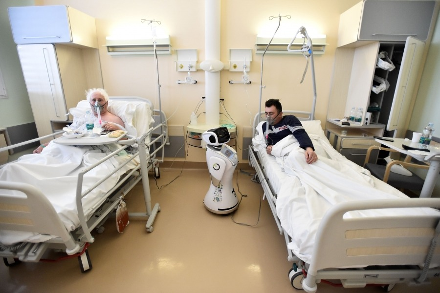aplicação da tecnologia contra pandemia de covid-19 - robô enfermeiro
